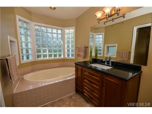 Photo 10: 121 Rockcliffe Place in VICTORIA: La Thetis Heights Single Family Detached for sale (Langford)  : MLS® # 366635