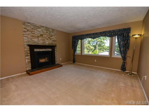 Photo 2: 121 Rockcliffe Place in VICTORIA: La Thetis Heights Single Family Detached for sale (Langford)  : MLS® # 366635