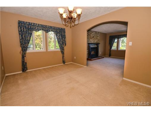 Photo 3: 121 Rockcliffe Place in VICTORIA: La Thetis Heights Single Family Detached for sale (Langford)  : MLS(r) # 366635