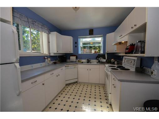 Photo 15: 121 Rockcliffe Place in VICTORIA: La Thetis Heights Single Family Detached for sale (Langford)  : MLS® # 366635