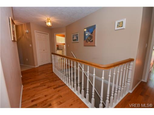 Photo 4: 121 Rockcliffe Place in VICTORIA: La Thetis Heights Single Family Detached for sale (Langford)  : MLS(r) # 366635