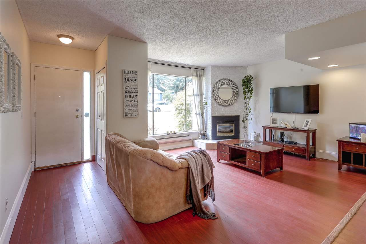 "Photo 3: 3344 VINCENT Street in Port Coquitlam: Glenwood PQ Townhouse for sale in ""BURKVIEW"" : MLS(r) # R2092003"