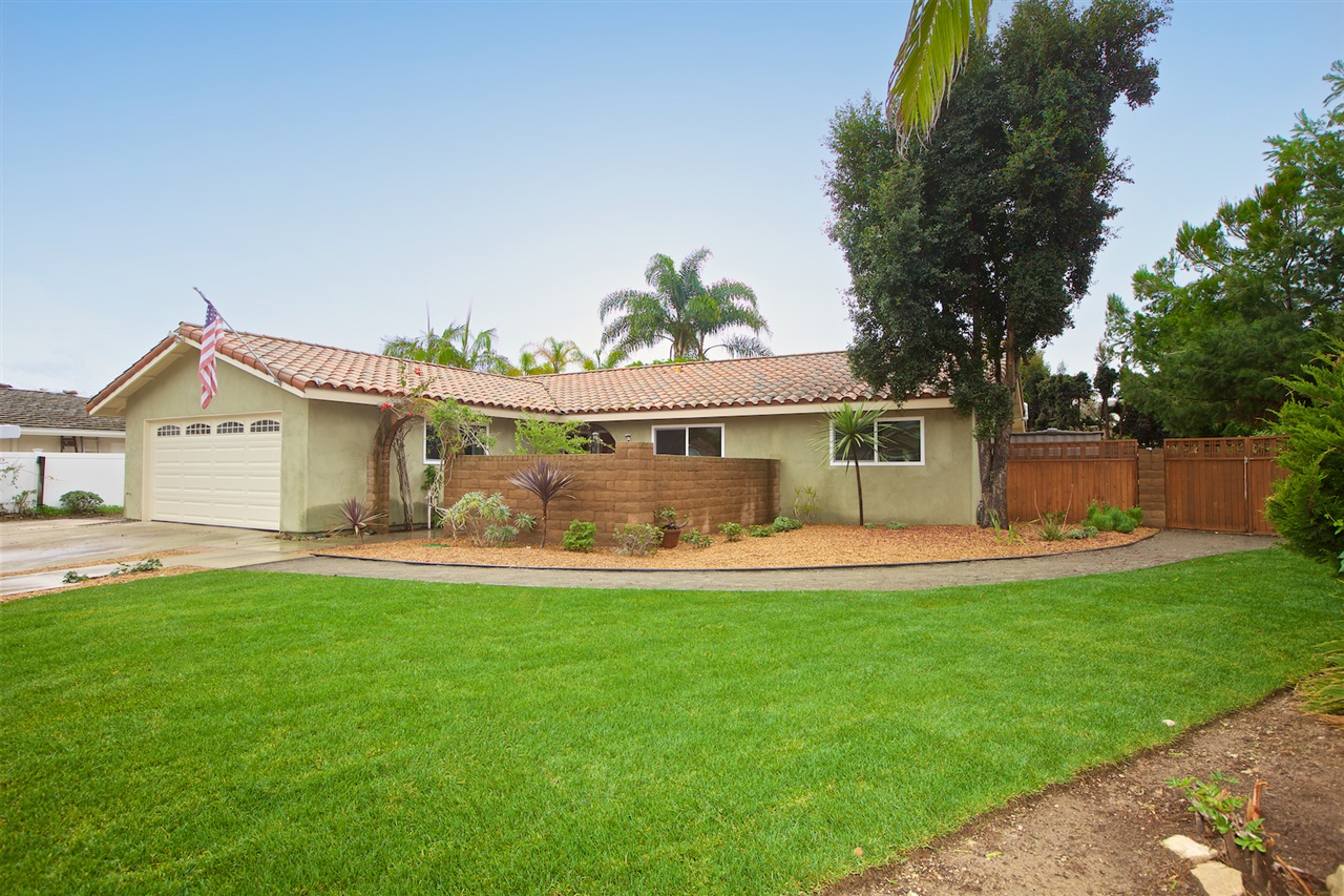 Main Photo: LA COSTA House for sale : 3 bedrooms : 2649 Vistosa Pl in Carlsbad