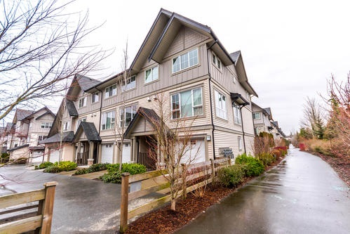 "Main Photo: 201 2501 161A Street in Surrey: Grandview Surrey Townhouse for sale in ""HIGHLAND PARK"" (South Surrey White Rock)  : MLS®# R2141393"
