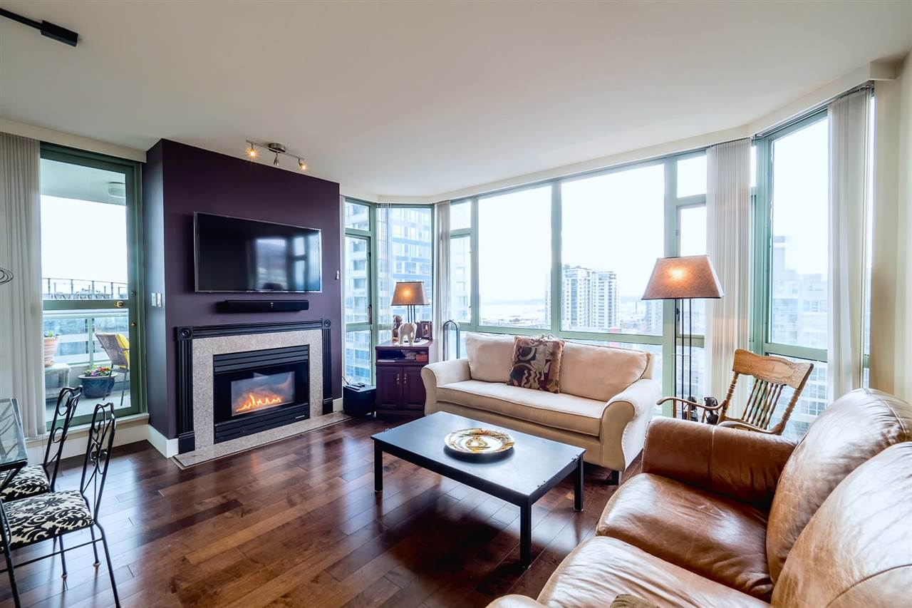 "Main Photo: 904 140 E 14TH Street in North Vancouver: Central Lonsdale Condo for sale in ""SPRINGHILL PLACE"" : MLS®# R2149700"