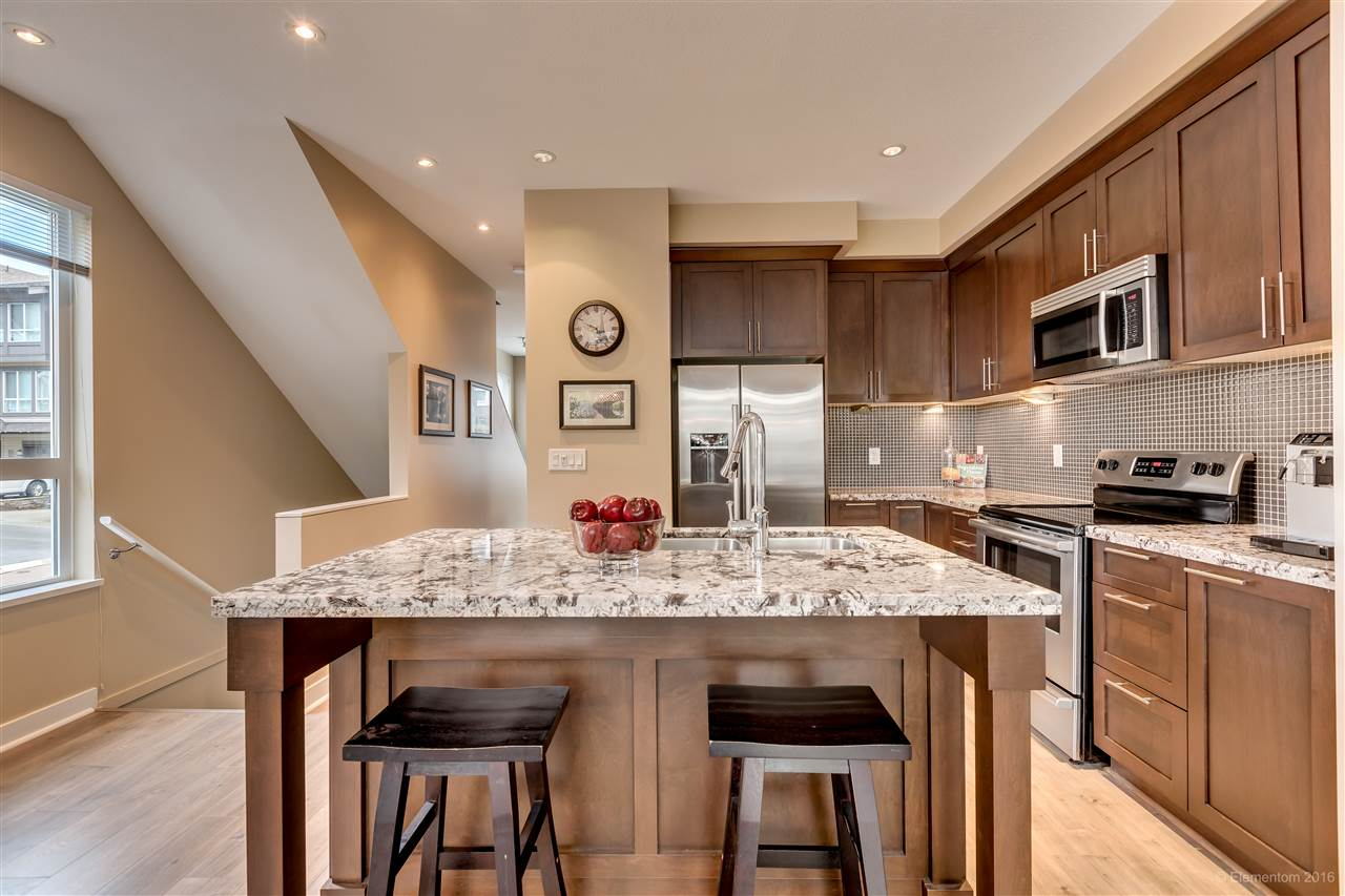 "Photo 4: 116 1460 SOUTHVIEW Street in Coquitlam: Burke Mountain Townhouse for sale in ""CEDAR CREEK"" : MLS(r) # R2155747"