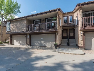 Main Photo: 4339 RIVERBEND Road in Edmonton: Zone 14 Townhouse for sale : MLS® # E4063182