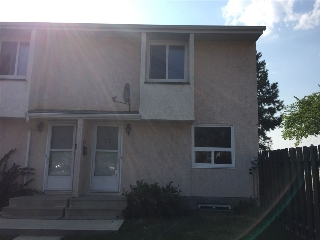 Main Photo: 82 Lakewood Village NW in Edmonton: Zone 29 Townhouse for sale : MLS® # E4078584