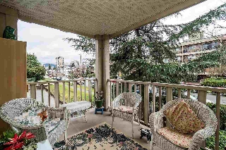 "Main Photo: 203 333 E 1ST Street in North Vancouver: Lower Lonsdale Condo for sale in ""VISTA WEST"" : MLS® # R2198596"