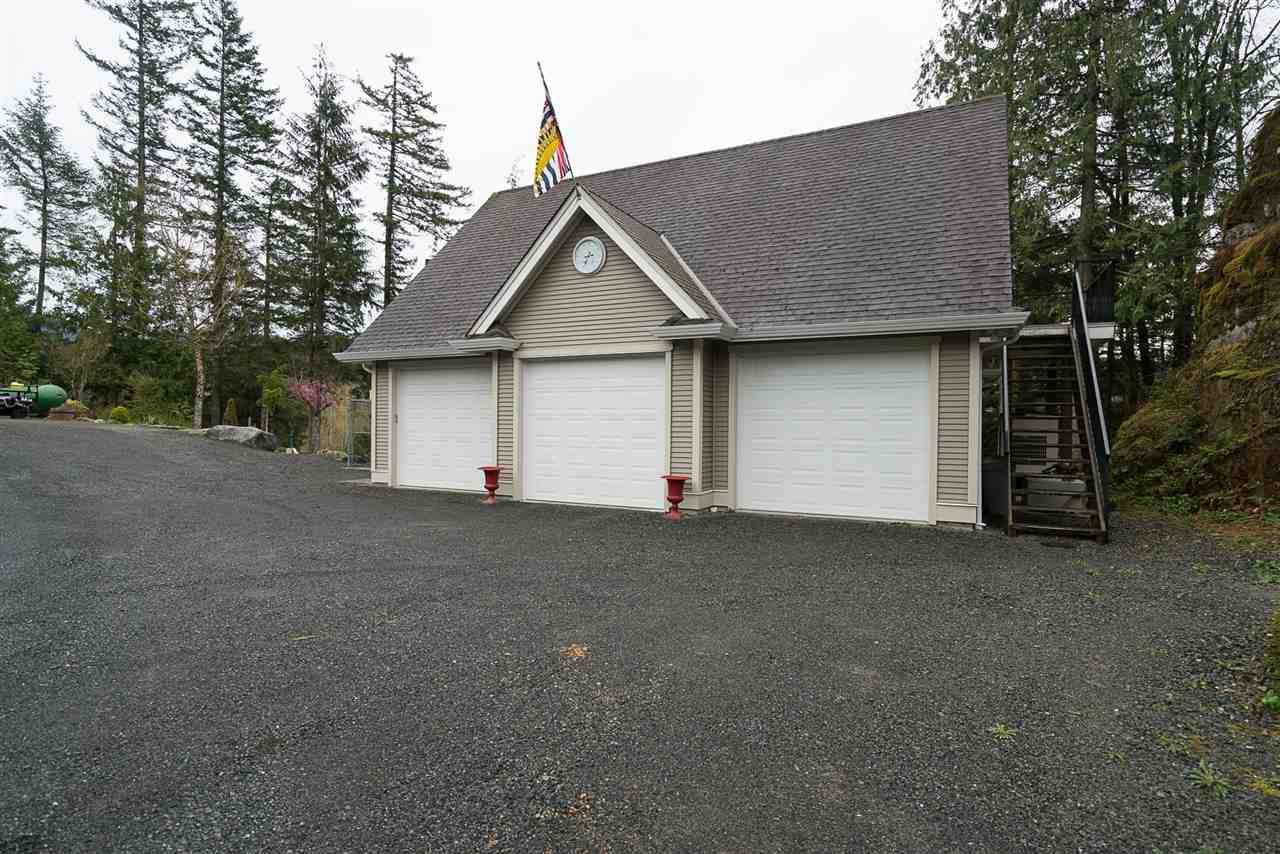 Photo 13: Photos: 5843 UPPER SUMAS MOUNTAIN Road in Abbotsford: Sumas Mountain House for sale : MLS® # R2201326
