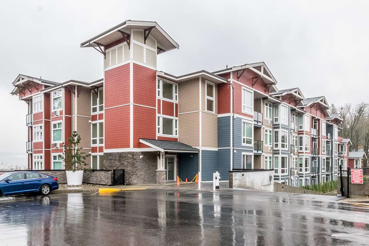 "Main Photo: 403 2242 WHATCOM Road in Abbotsford: Abbotsford East Condo for sale in ""WATERLEAF"" : MLS®# R2223303"