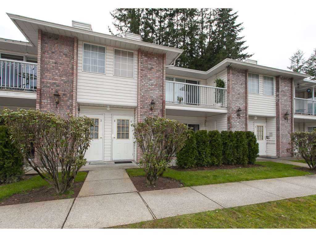 "Main Photo: 4 33123 GEORGE FERGUSON Way in Abbotsford: Central Abbotsford Townhouse for sale in ""The Britten"" : MLS® # R2238767"