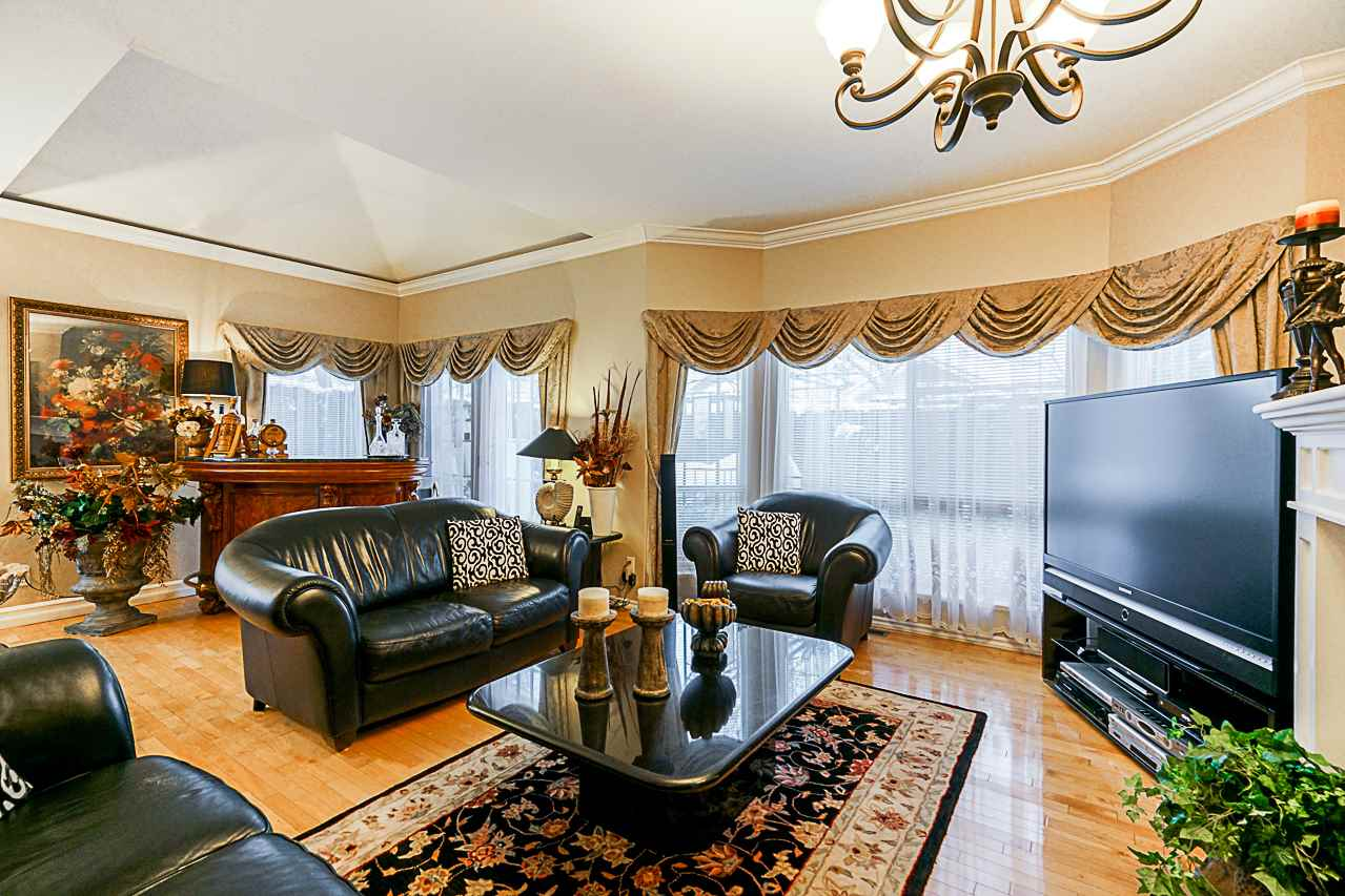 "Photo 9: Photos: 141 15353 105 Avenue in Surrey: Guildford Townhouse for sale in ""REGENTS GATE"" (North Surrey)  : MLS® # R2238749"