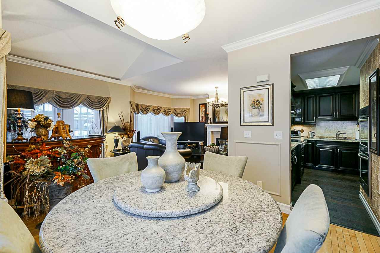 "Photo 6: Photos: 141 15353 105 Avenue in Surrey: Guildford Townhouse for sale in ""REGENTS GATE"" (North Surrey)  : MLS® # R2238749"