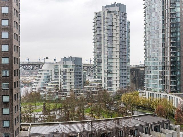 "Main Photo: 1105 1408 STRATHMORE Mews in Vancouver: Yaletown Condo for sale in ""West One"" (Vancouver West)  : MLS®# R2268863"