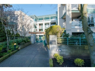 "Main Photo: 206 2575 W 4TH Avenue in Vancouver: Kitsilano Condo for sale in ""SEAGATE ON FOURTH"" (Vancouver West)  : MLS® # V1045521"