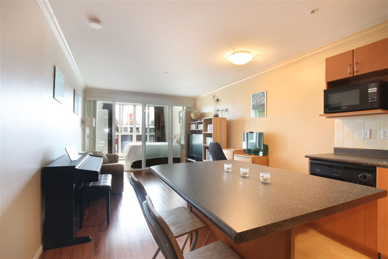 "Main Photo: 306 5629 DUNBAR Street in Vancouver: Dunbar Condo for sale in ""West Pointe"" (Vancouver West)  : MLS(r) # R2051886"