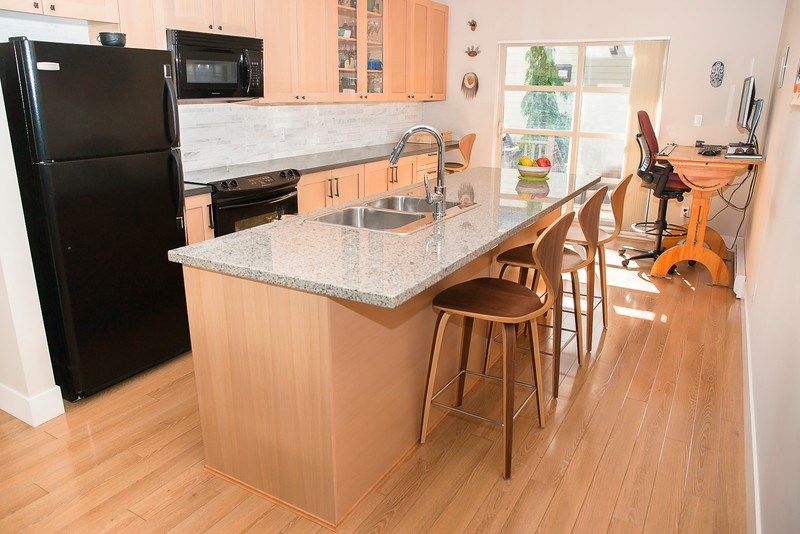 "Main Photo: 38370 EAGLEWIND Boulevard in Squamish: Downtown SQ Townhouse for sale in ""Eaglewind"" : MLS(r) # R2075883"