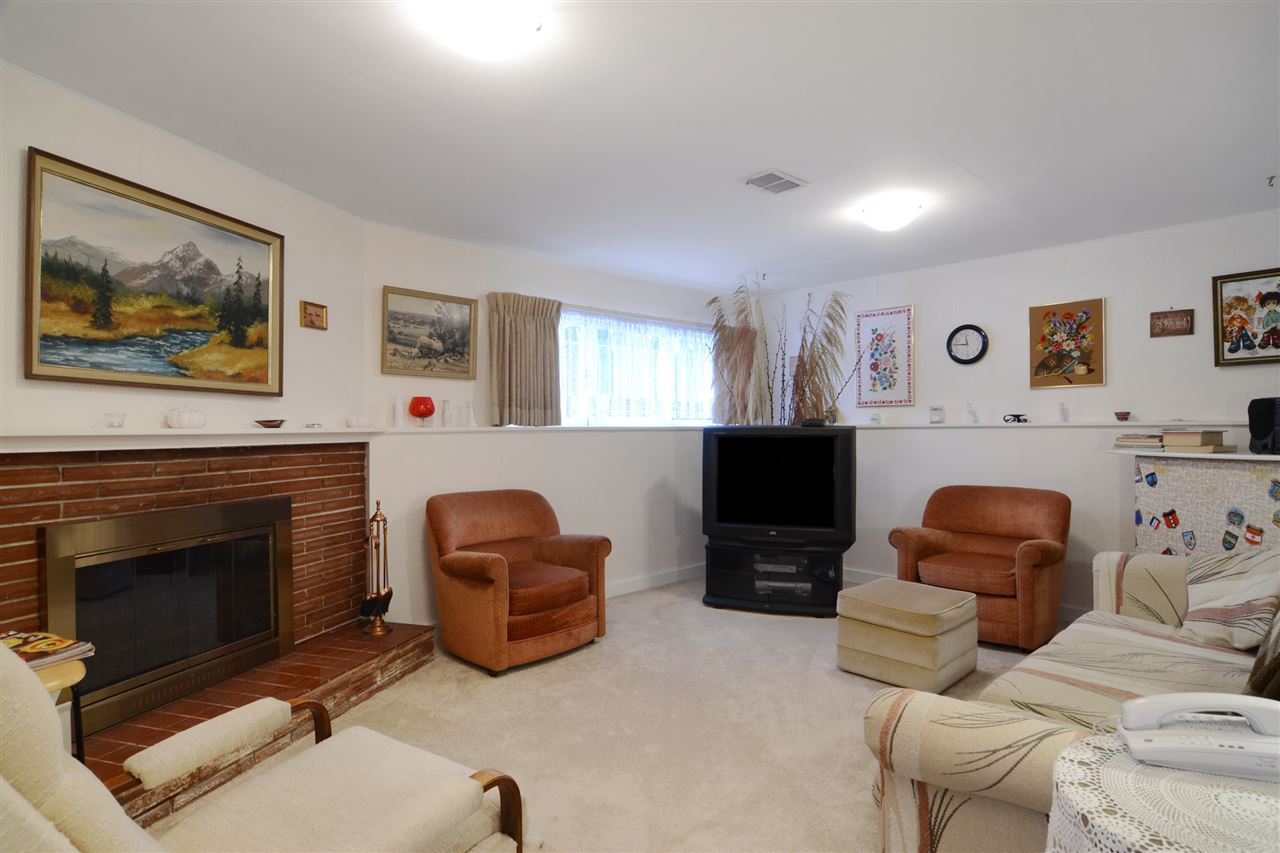 Nice to have a large recreation/family room with fireplace on the lower level.