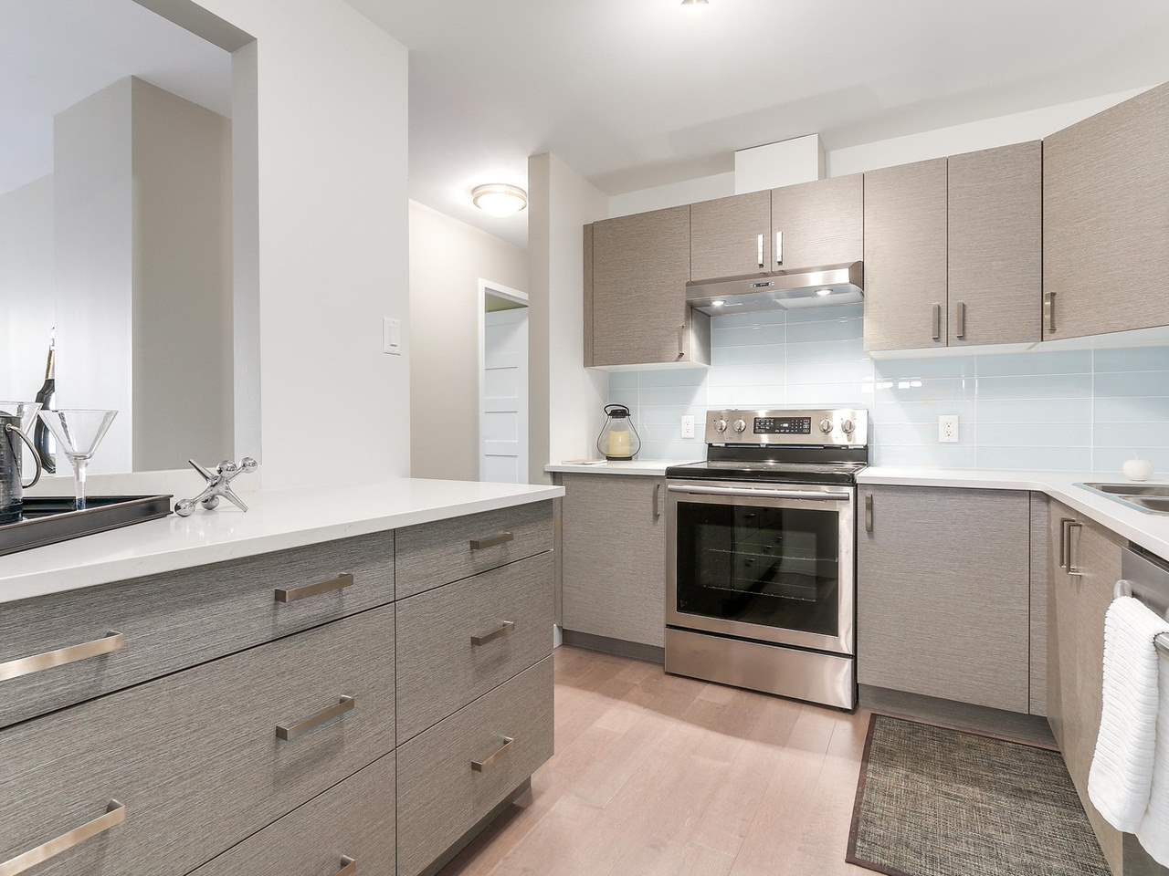 "Photo 8: 603 550 EIGHTH Street in New Westminster: Uptown NW Condo for sale in ""PARK RIDGE"" : MLS(r) # R2142092"