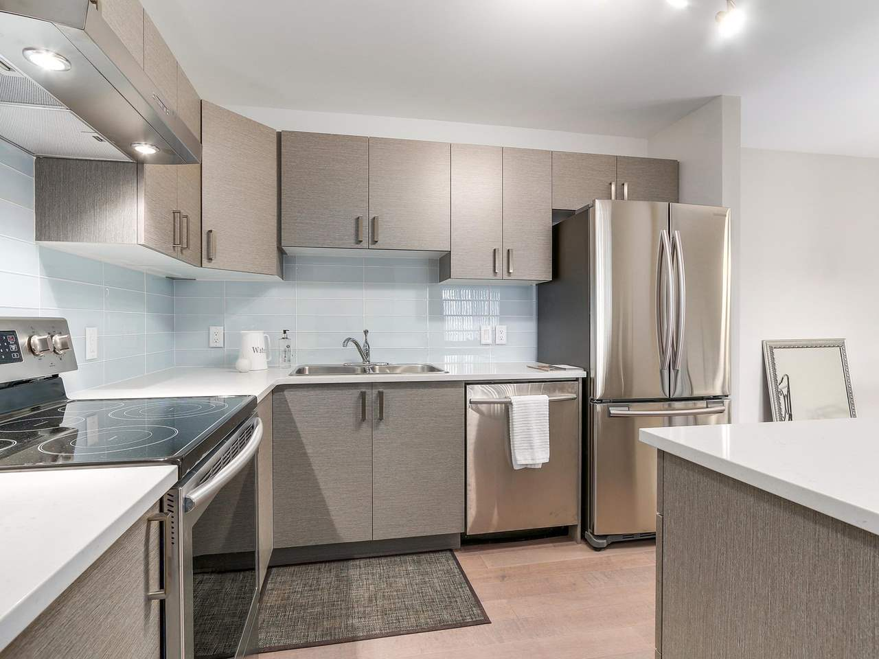 "Photo 9: 603 550 EIGHTH Street in New Westminster: Uptown NW Condo for sale in ""PARK RIDGE"" : MLS(r) # R2142092"