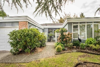 "Main Photo: 123 14271 18A Avenue in Surrey: Sunnyside Park Surrey Townhouse for sale in ""Ocean Bluff Court"" (South Surrey White Rock)  : MLS®# R2166239"