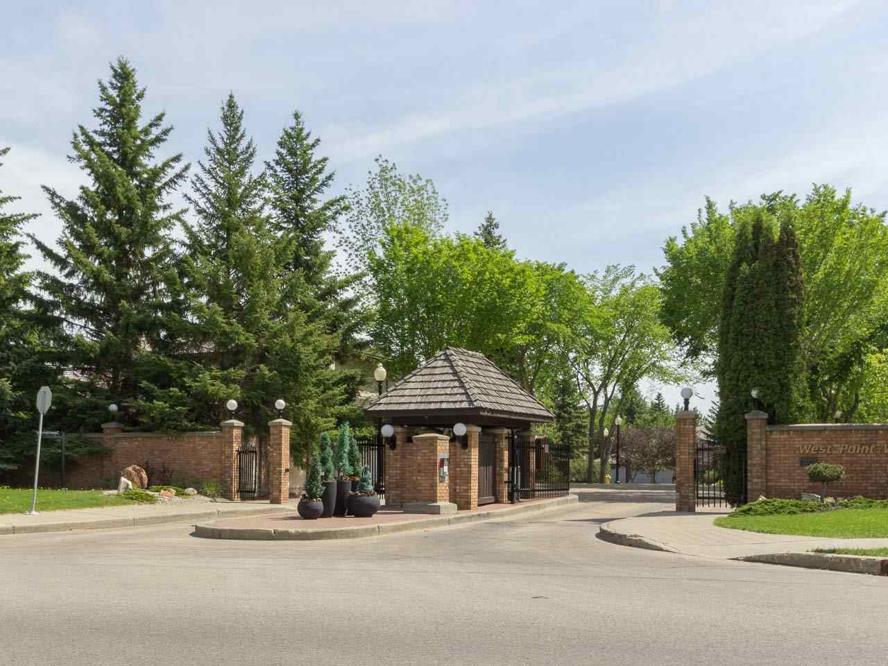 Main Photo: 20 WEST POINT Wynd in Edmonton: Zone 22 House for sale : MLS® # E4067257