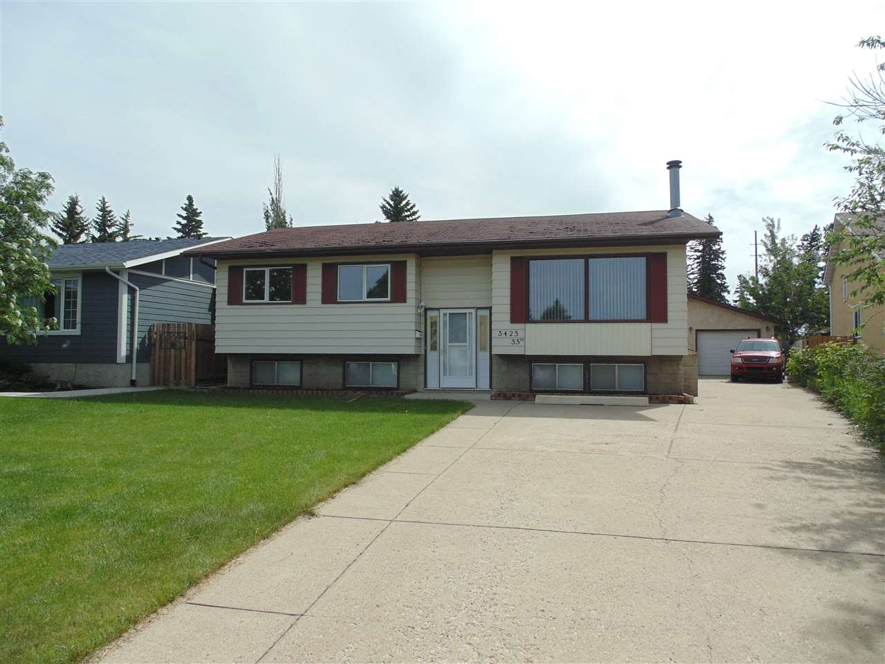 Main Photo: 3425 35 Street in Edmonton: Zone 29 House for sale : MLS(r) # E4067599