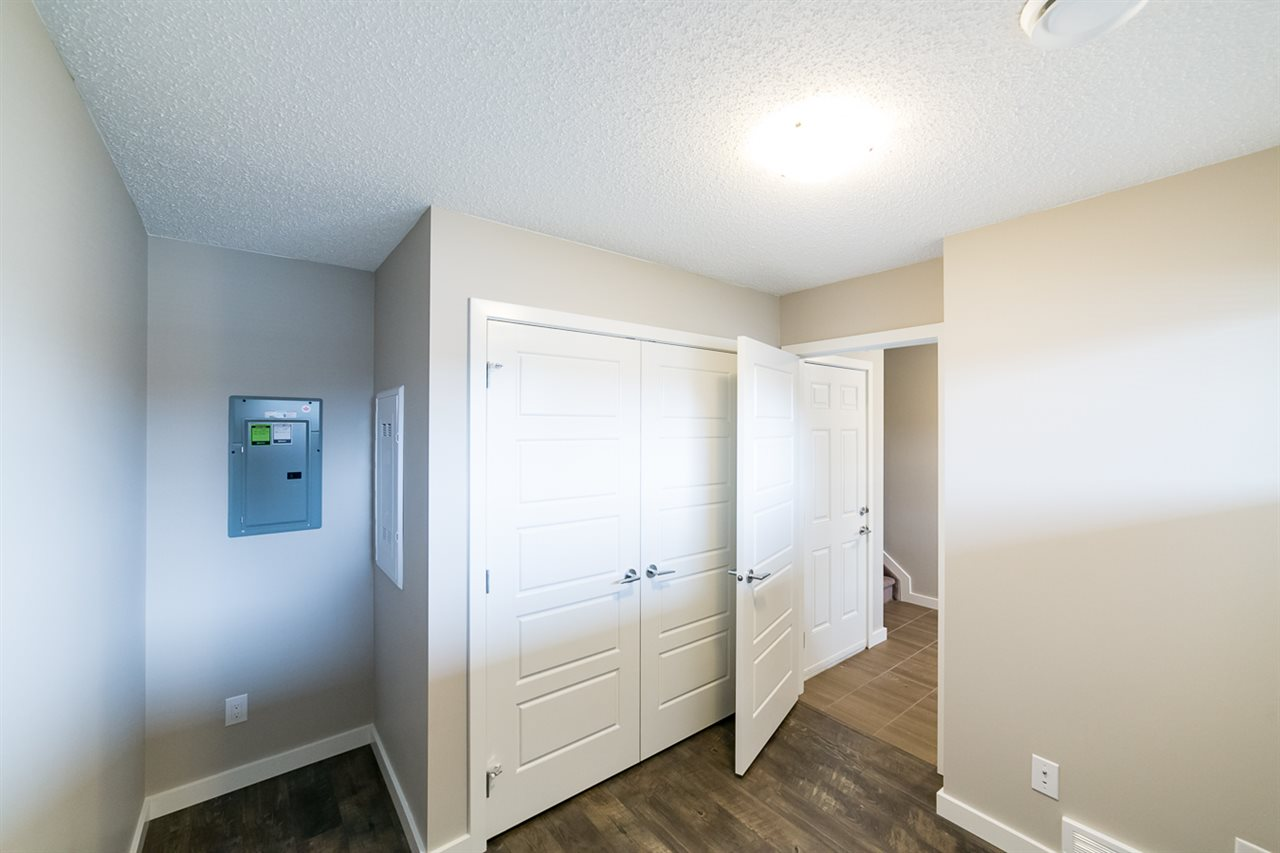 Photo 3: 3366 15A Avenue in Edmonton: Zone 30 Townhouse for sale : MLS(r) # E4071522