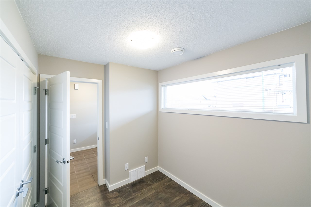 Photo 4: 3366 15A Avenue in Edmonton: Zone 30 Townhouse for sale : MLS(r) # E4071522