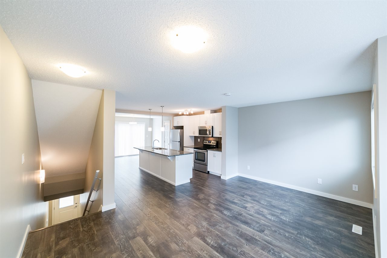 Photo 5: 3366 15A Avenue in Edmonton: Zone 30 Townhouse for sale : MLS(r) # E4071522