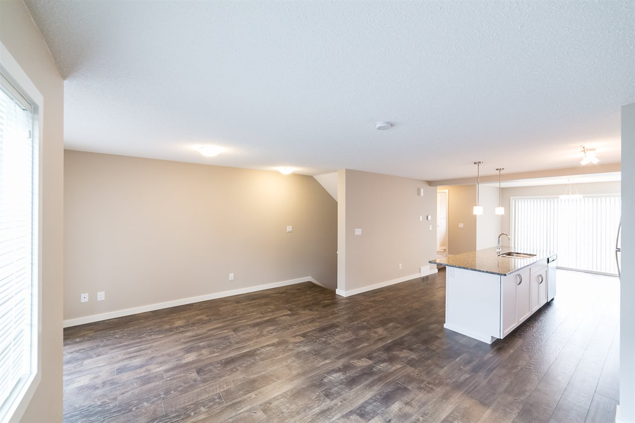 Photo 7: 3366 15A Avenue in Edmonton: Zone 30 Townhouse for sale : MLS(r) # E4071522