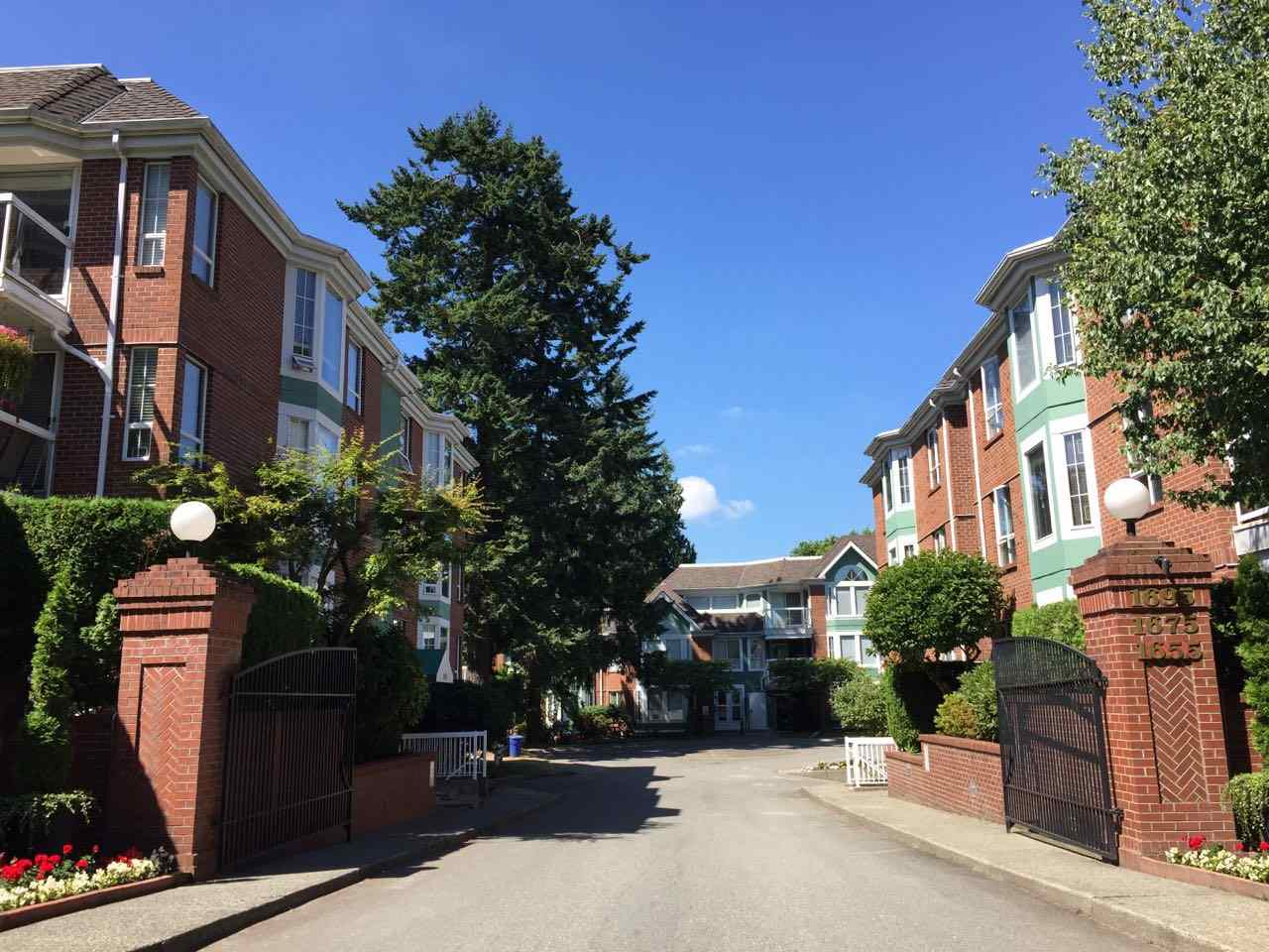 "Main Photo: 205 1695 AUGUSTA Avenue in Burnaby: Simon Fraser Univer. Condo for sale in ""AUGUSTA SPRINGS"" (Burnaby North)  : MLS®# R2192300"