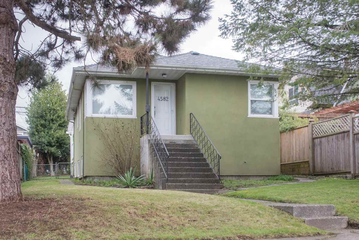 Main Photo: 4582 HARRIET Street in Vancouver: Fraser VE House for sale (Vancouver East)  : MLS®# R2245055