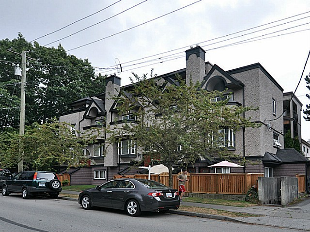 Main Photo: 2310 VINE Street in Vancouver: Kitsilano Townhouse for sale (Vancouver West)  : MLS® # V1035167