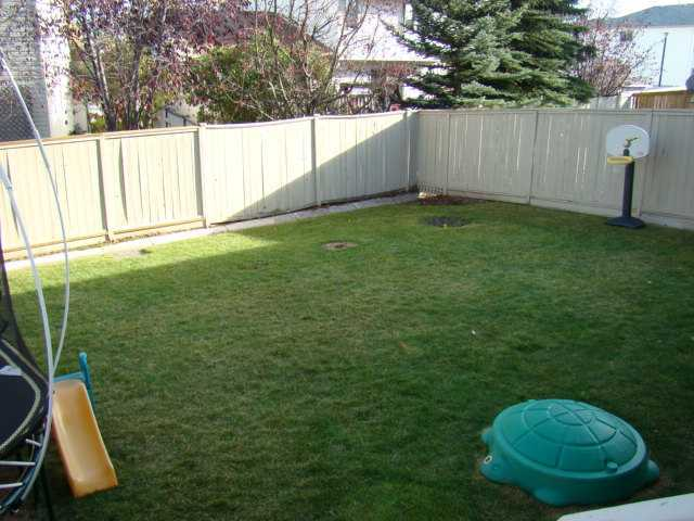 Photo 3: 588 SHAWINIGAN Drive SW in CALGARY: Shawnessy Residential Detached Single Family for sale (Calgary)  : MLS(r) # C3603723