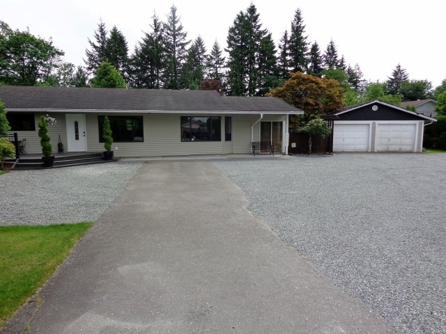 Main Photo: 24498 56 Avenue in Langley: Salmon River House for sale : MLS® # F1415006