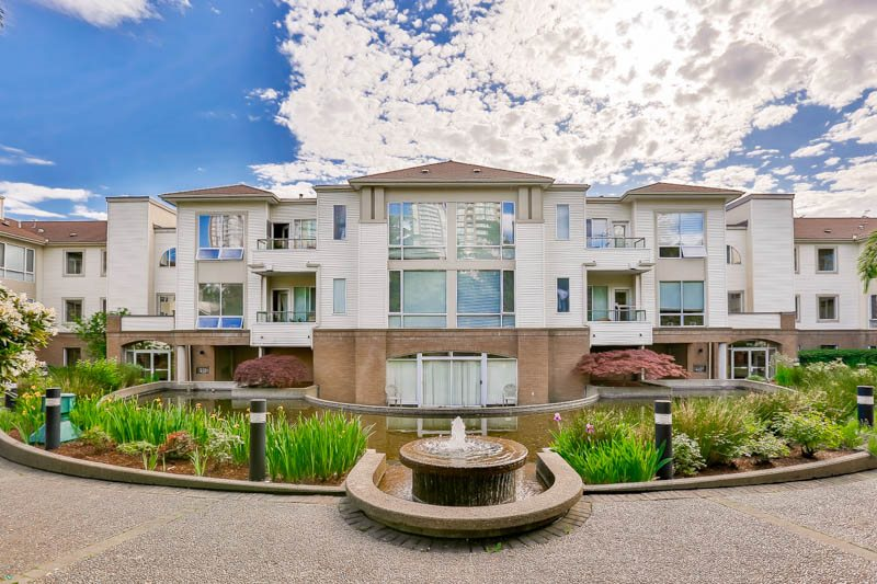 "Main Photo: 208 6742 STATION HILL Court in Burnaby: South Slope Condo for sale in ""WYNDHAM COURT"" (Burnaby South)  : MLS®# R2090340"