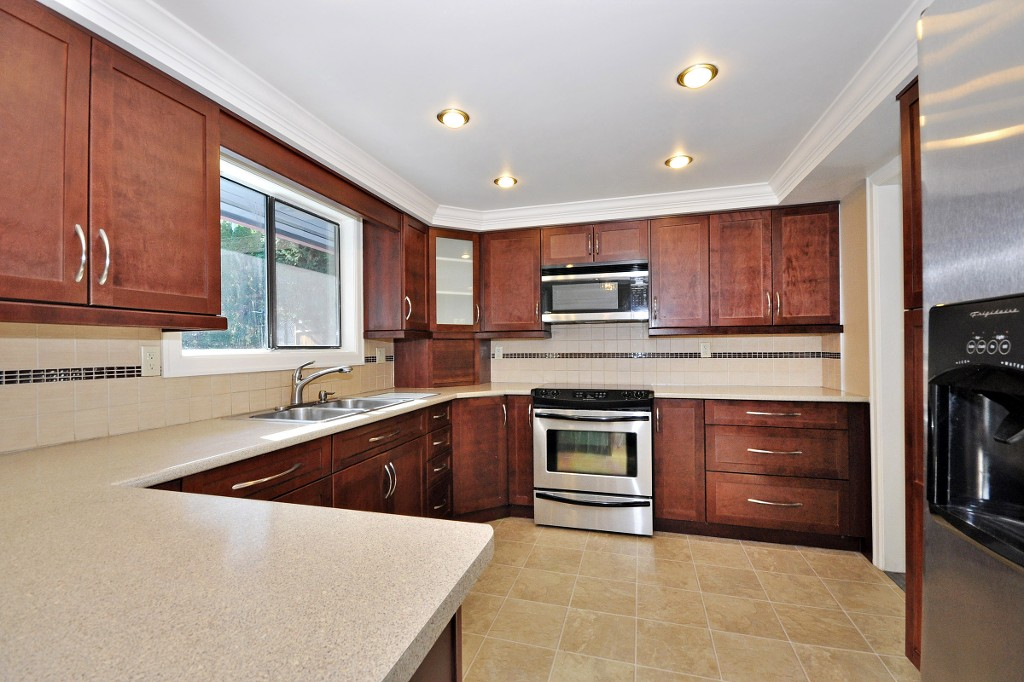 Photo 6: 3222 COMOX Court in Abbotsford: Central Abbotsford House for sale : MLS® # R2114867