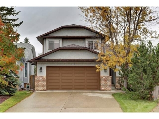 Main Photo: 135 WOOD VALLEY Bay SW in Calgary: Woodbine House for sale : MLS(r) # C4086310