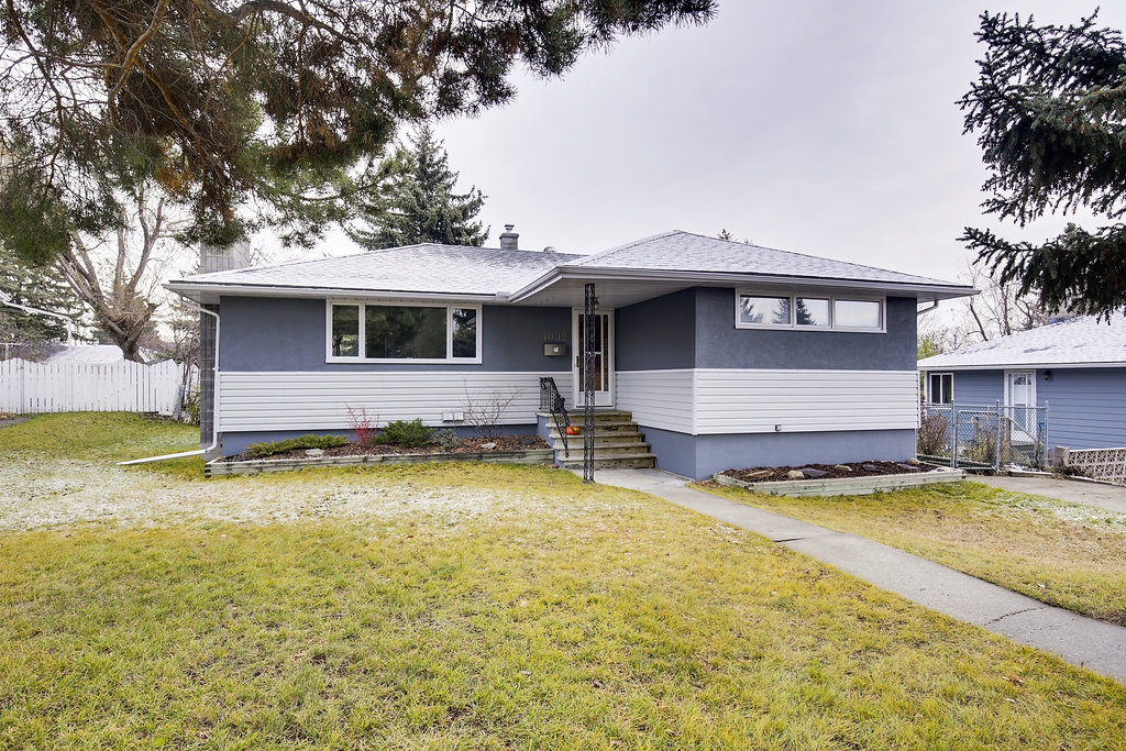 Main Photo: GROVE HILL RD SW in Calgary: Glendale House for sale : MLS® # C4088063