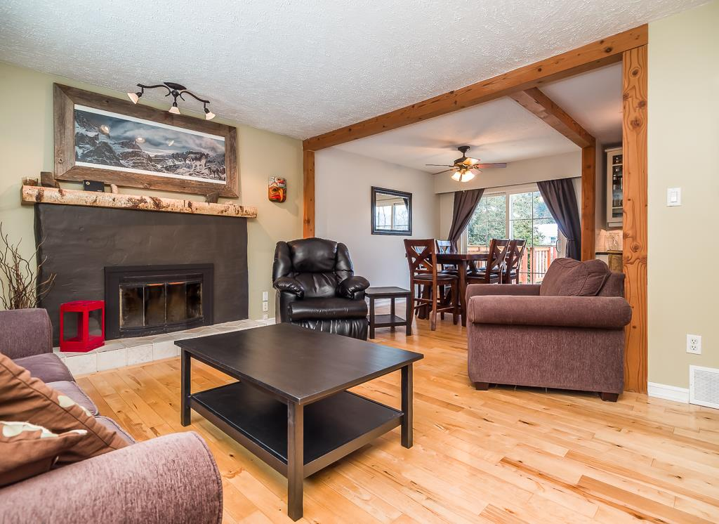 Photo 2: 41884 RAYBURN Road in Squamish: Brackendale House for sale : MLS® # R2135341
