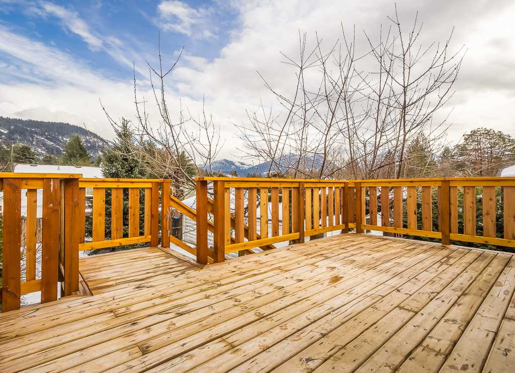 Photo 19: 41884 RAYBURN Road in Squamish: Brackendale House for sale : MLS® # R2135341