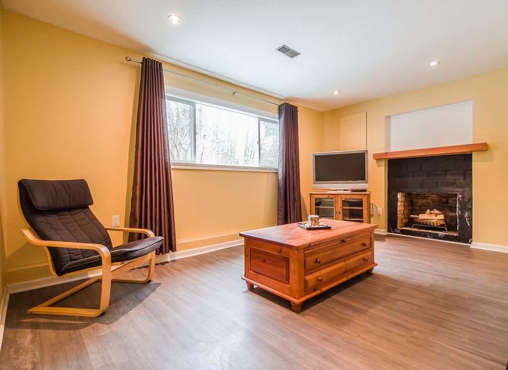 Photo 12: 41884 RAYBURN Road in Squamish: Brackendale House for sale : MLS® # R2135341