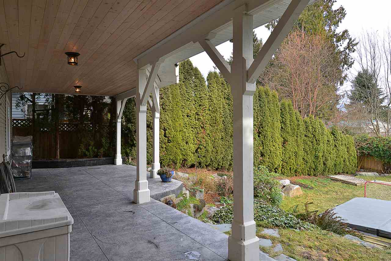 "Photo 17: Photos: 629 GOWER POINT Road in Gibsons: Gibsons & Area House for sale in ""Lower Gibsons"" (Sunshine Coast)  : MLS® # R2135750"