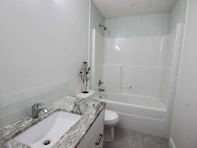 Photo 4:  in Edmonton: Zone 08 House Duplex for sale : MLS(r) # E4050183