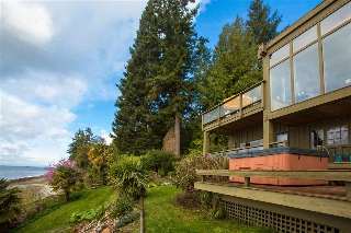 "Main Photo: 2667 LOWER Road: Roberts Creek House for sale in ""ROBERTS CREEK"" (Sunshine Coast)  : MLS(r) # R2154880"
