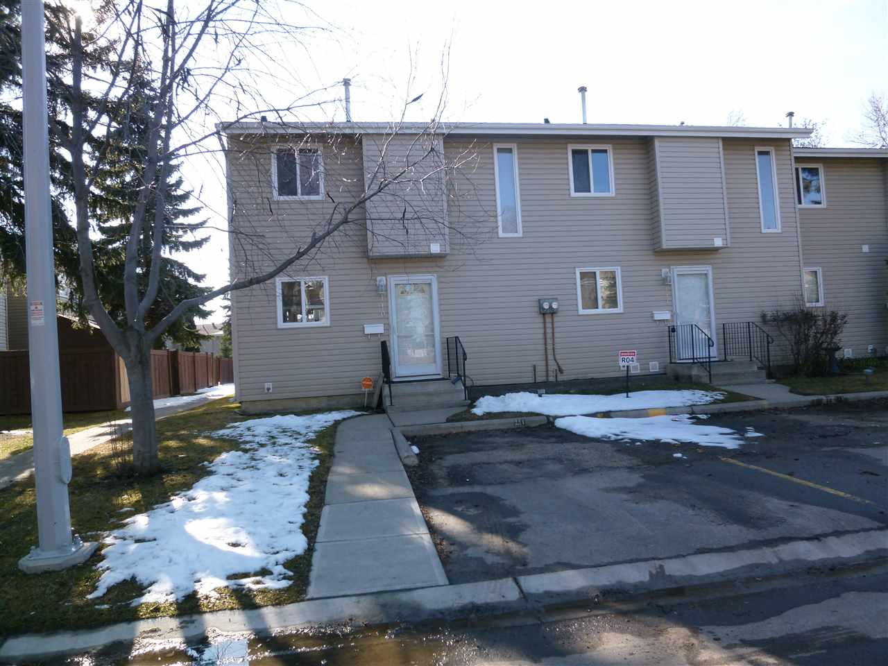 Main Photo: 110 87 Brookwood Boulevard: Spruce Grove Townhouse for sale : MLS(r) # E4059964