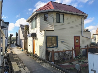 "Main Photo: 10 23000 DYKE Road in Richmond: Hamilton RI House for sale in ""RIVERS BEND VILLAGE FLOAT HOMES"" : MLS(r) # R2161473"