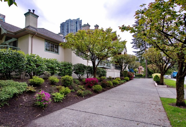 "Main Photo: 206 1148 WESTWOOD Street in Coquitlam: North Coquitlam Condo for sale in ""THE CLASSICS AT GLEN PARK"" : MLS(r) # R2166325"